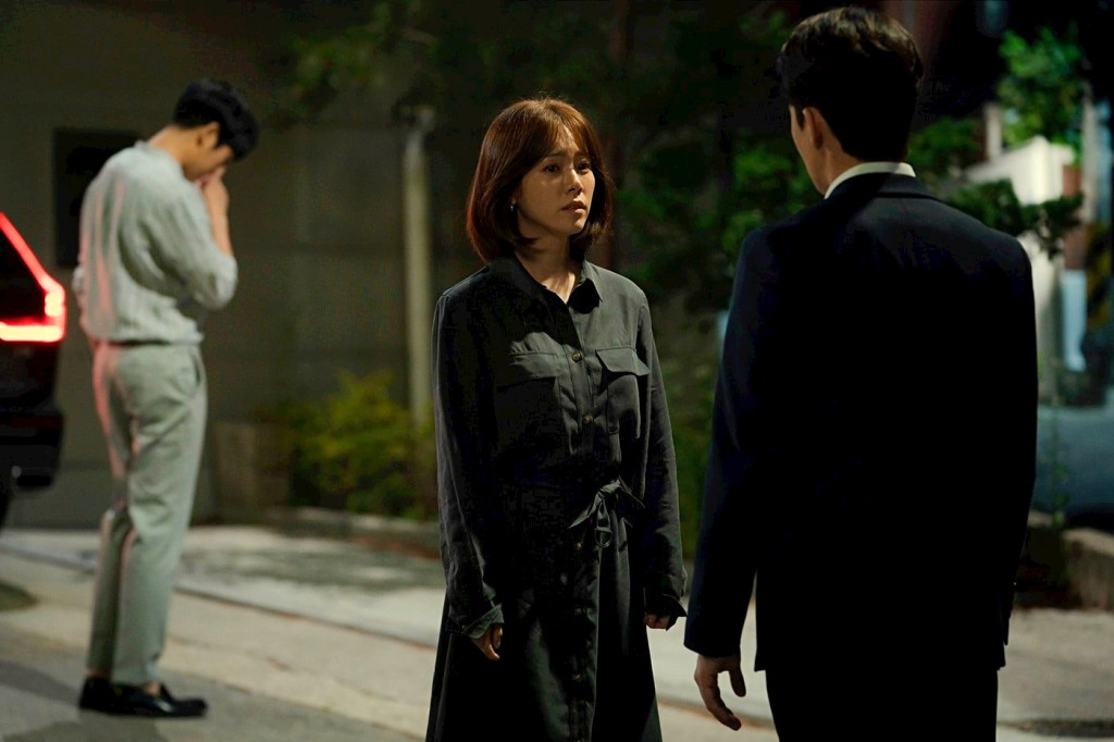 Ki-seok just won't take the hint, much to the chagrin of Jung-in and Ji-ho.